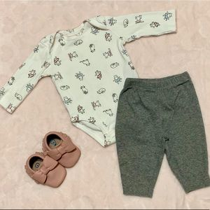 Carters Baby Girl Outfit w/Moccasins